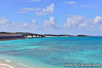 撮影地:野甫大橋と伊平屋島・米崎ビーチ周辺