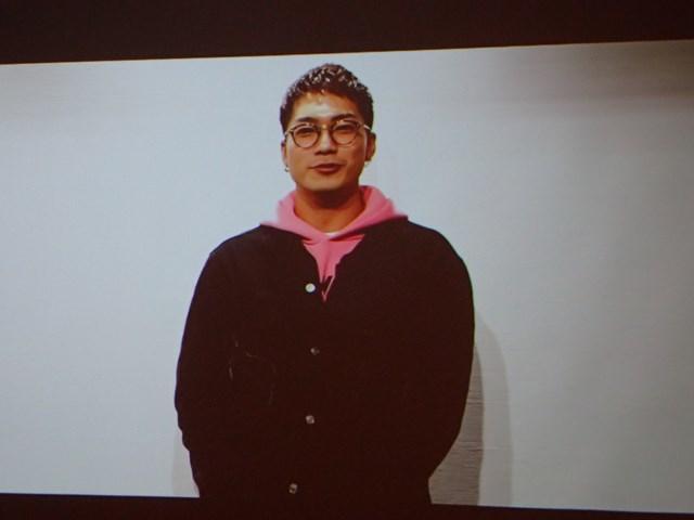 SWAYさんはビデオメッセージで記者発表会に参加した