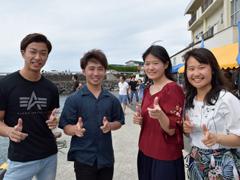 斉藤史弥さん(左)<br /> 田端駿さん(左から二番目)<br /> 高橋美七海さん(右から二番目)<br /> 上田響さん(右)