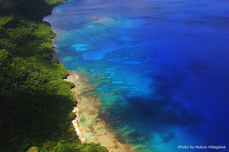 島の周りには美しいブルーの海が広がる♥