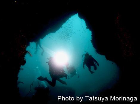 「荒瀬の沚 下」の洞窟
