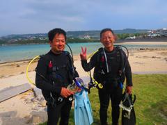 うさぎ(左)<br /> 澤田光康さん(右)