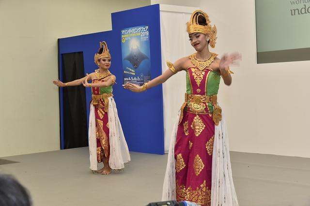 インドネシアからはガムランを披露してくれるダンサーも登場