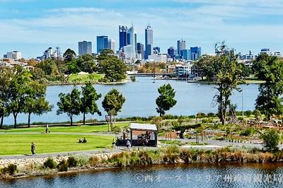 街の中に湖や川、緑の公園など、自然豊かなパースの街。「世界一住みやすい街」ともいわれる