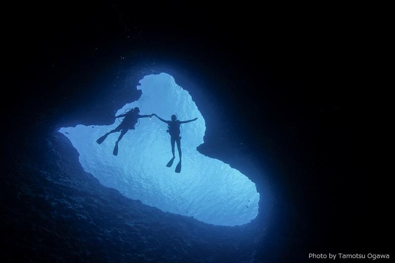 「ブルーホール」で見られる天然のハート型