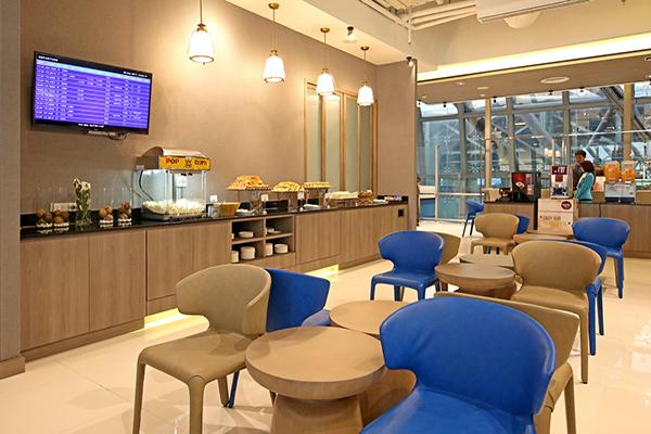 バンコク~マーレ間を毎日運航しているバンコクエアウェイズ。なんと、エコノミークラスでも往路では待ち時間に快適なラウンジ(WiFiやドリンク&軽食サービスあり!)が利用できます!  Photo by Bangkok Airways