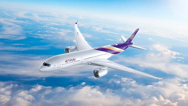日本~バンコクへは、東南アジアのベスト・エアラインに10年連続で輝いているタイ国際航空で。 日本発バンコク行きの搭乗券提示でバンコク市内と日本国内のマッサージ店、飲食店が割引や特典が受けられる キャンペーン(2020年3月31日まで)も実施中! Photo by Thai Airways