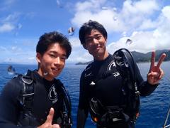 海中に在住(左) ゆうきち(右)