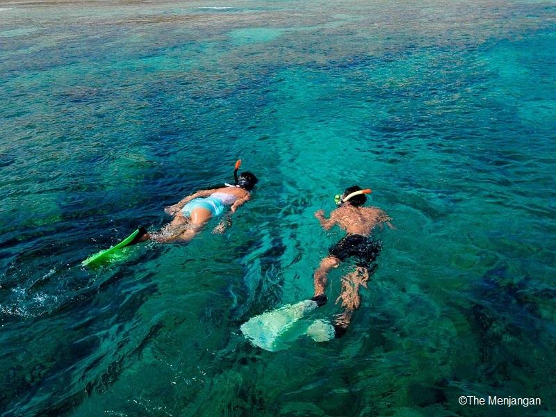 美しく透きとおるインドネシアの海